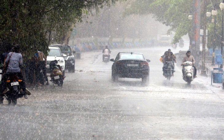 मध्यप्रदेश में बारिश, आंधी से सात लोगों की मौत, तीन जिलों में विद्युत आपूर्ति ठप 7 people killed in Madhya Pradesh due to rain-storm, power supply stalled in 3 districts