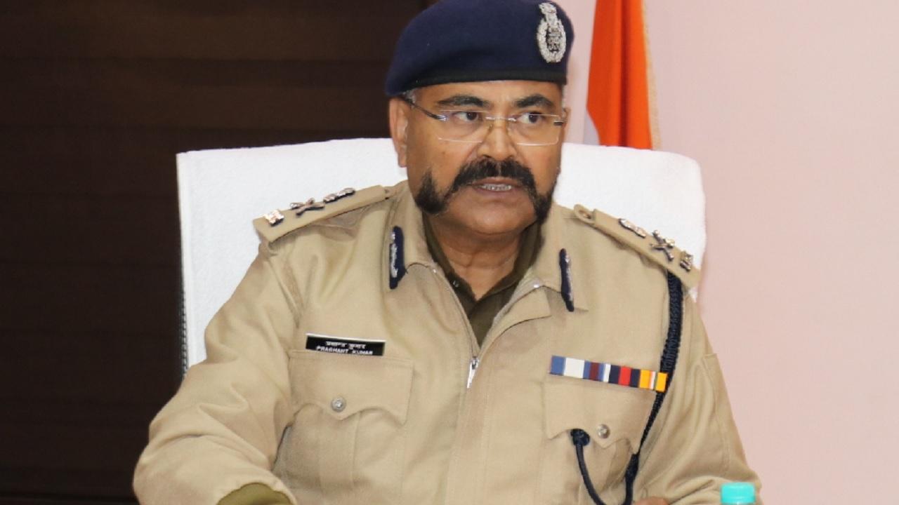 यूपी में 10 आईपीएस अफसरों के तबादले, प्रशांत कुमार राज्य के नए एडीजी  कानून-व्यवस्था बने 10 IPS officers transferred in UP, Prashant Kumar  becomes new ADG law and order in the state -