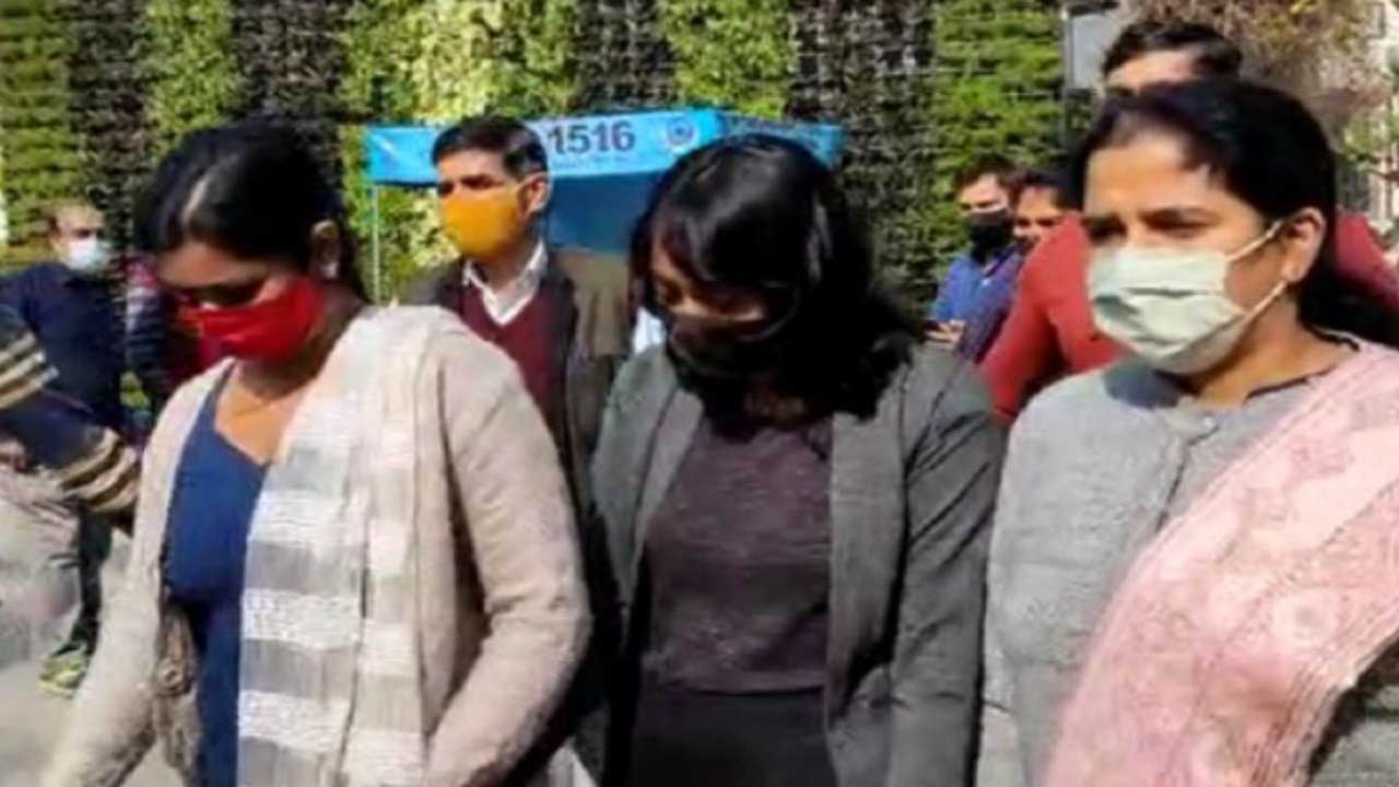 Greta Toolkit Exposed After Disha Ravi Many More On Police Radar Greta Toolkit: 'आंदोलनजीवी' दिशा रवि के बाद कई और संदिग्ध रडार पर - News Nation