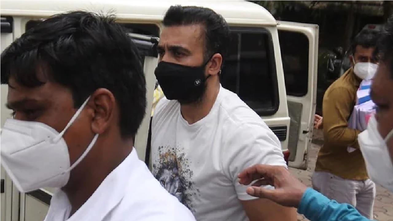 राज कुंद्रा एडल्ट केसः गहना वशिष्ट और अन्य 3 के खिलाफ मामला दर्ज