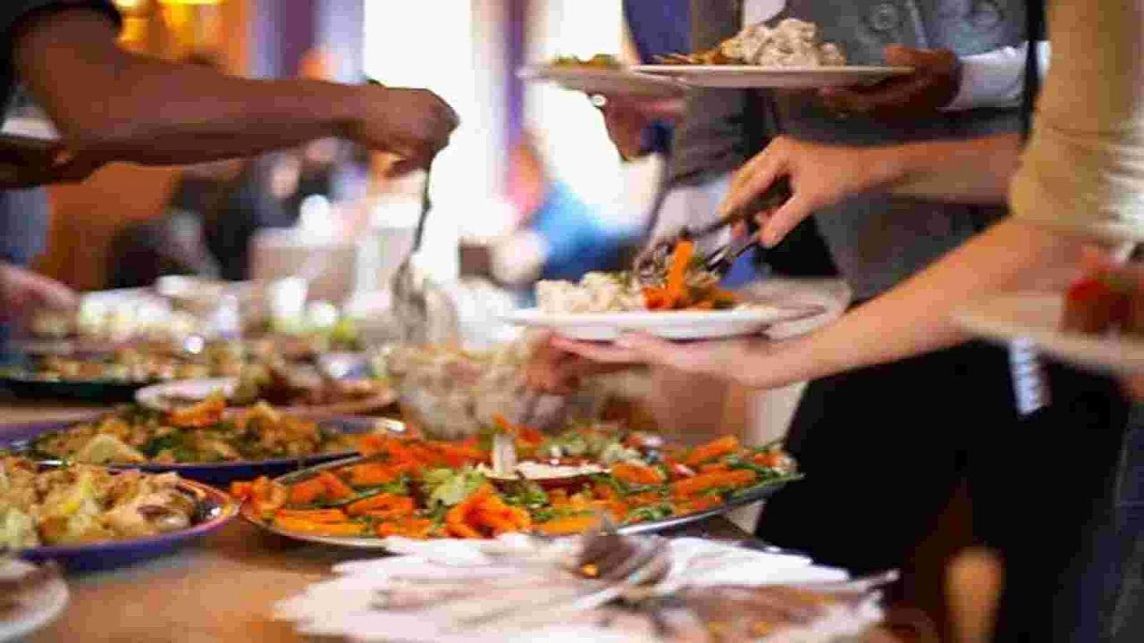 खाना खाएं तो बैठकर ही खाएं नहीं तो…